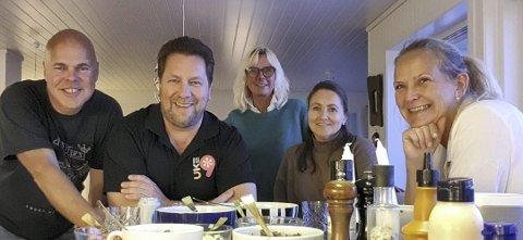 Vil du være med? Uke9-styret bestående av Ole Jonas Kverndal, Frode Kirkeli, May Gunn Stokk, Monica Kirkeli og May Zwilgmeyer ønsker at alle tenkelige bidragsytere tar kontakt.