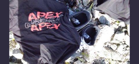 FUNNET: Dette tøyet og skoene ble funnet på badeplassen.