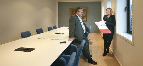 Tor Haug forsvarer den tiltalte mannen i retten. Kristin Fagerheim Hammervik er oppført som bistandsadvokat i saken.