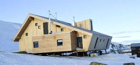 MÅLET: Den nye turisthytta på Høgevarde var målet for skoleklassen fra Østfold.  Hytta er bygget for å tåle kraftig vær og vind. Den har plass til 1500 dagsbesøkende og 50 overnattingsgjester. Bildet er tatt ved en tidligere anledning.