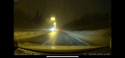 Slik var veiforholdene på E18 mellom Asker og Lier ved 07.30-tiden torsdag morgen.