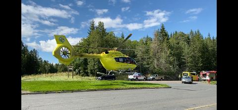 Trafikkulykke: Her blir den skadde syklisten fløyet til Ullevål Sykehus.
