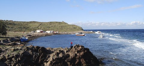 Lighthouse beach: Den frivillige organisasjonen Dråpen i havet har delt opp kysten lengst nord i fire soner. Her fordeles vaktene mellom de frivillige. Etter hvert har de andre frivillige organisasjonene tatt i bruk den samme soneinndelingen i sitt arbeid.