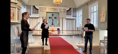 HØR DEM LANGFREDAG: Mezzosopran Marianne Bye Granheim (31), kantor Berit Billingsø (34) og sogneprest Magnus Jansvik (36) synger en påskesalme fra Vinger kirke langfredag. Dette ser du på Vinger menighets Facebook-side.