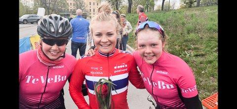 SYKKELBYEN HALDEN: Ann Helen Olsen (tv), Emilie Moberg og Elise Olsen kjører alle tre Tour of Uppsala denne uka.