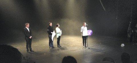 PRISUTDELING: Kulturprisen deles hvert år ut i Festiviteten under åpningen av Kulturnatt. Dette bildet er fra 2013, da Haugesund barne- og ungdomsteater, Haugesundscenen og Brosteinsteateret/Boals forumteater for ungdom delte prisen. På utdelingen ble organisasjonene representert av Niels Petter Solberg, Tonje Lütcherath Olsen og Trine Halvorsen (t.h.). Til venstre: Markedssjef André Sæbø. ARKIVFOTO: TERJE STØRKSEN