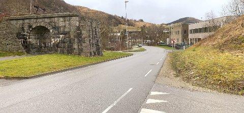 Åslandsbakken har blitt skolevei for elever ved Figgjo skole og kan nå få besøk av enda litt flere bilister i noen uker fremover.