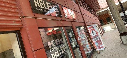 Thor og Jenny Jensås eier og driver KBG Fitness Center. De er bekymret for å holde stengt over lengre tid. - Da er det ikke noe treningssenter lenger, sier Thor.