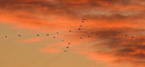 F16 juleformasjon sett fra Leknes.