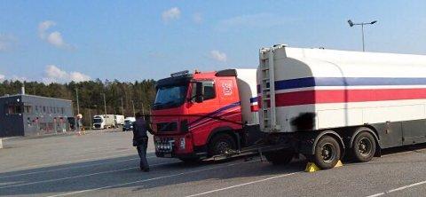 Under emneknaggen #trygtframsammen har Statens vegvesen twitret om vogntoget som heldigvis ble stanset på ferden videre inn i landet.