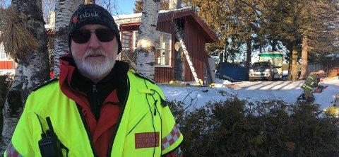 – KUNNE GÅTT VERRE: Innsatsleder Trond Granlund mener det kunne gått mye verre enn det gjorde med brannen i Vardal, hvis ekteparet ikke hadde vært så raske til å reagere.