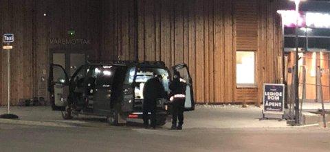 ÅSTEDSUNDERSØKELSER: Politiet har ved hjelp av kriminalteknikere gjennomført åstedsundersøkelser i Mjøstårnet. Det er også tatt beslag i videoovervåkningsbilder.