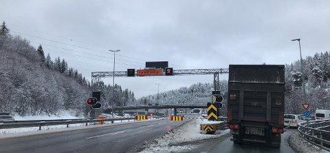 Det var omkjøring på grunn av tunnelstengingen. Foto: Janne Rygh