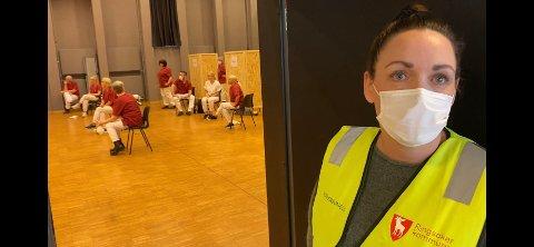 Teatersalen er klar. Nå kan massevaksineringen snart starte, sier vaksinekoordinator Elisabeth Gerhardsen.