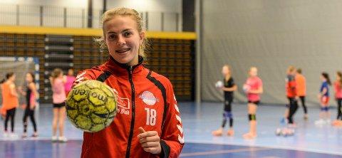 SATSER FOR FULLT: Tiril Solumsmoen Mørch har store ambisjoner på håndballbanen. Hun vil på A-landslaget.