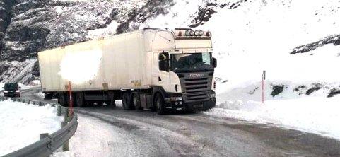 Føreren valgte - ifølge Statens vegvesen - å kjøre selv om fergemannskapet opplyste at det ikke var mulig å kjøre denne veien. PS: Sladdingen er gjort av Statens vegvesen.