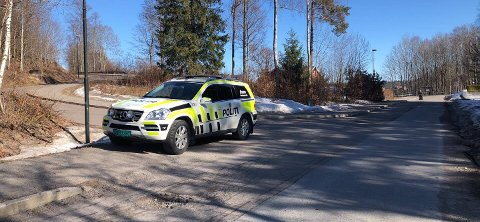 Politiet er på plass på Sem.