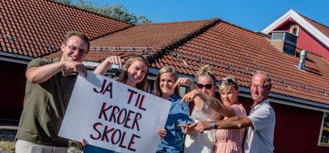 «Ja til Kroer skole» sier, fra venstre: Ole Jørgen Skatter, Anne Bjerke, Sunniva Kjønniksen, Rikke Gundersen, Nina Chr. Gundersen og Øystein Larsen. Foto: Bonsak Hammeraas