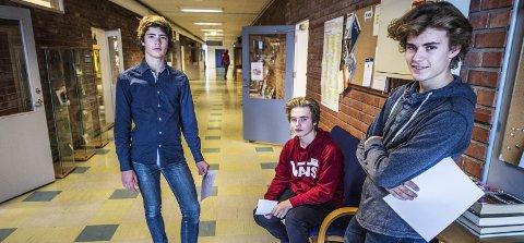 Positive: Elevrådsrepresentanter for tiende klasse Justin Gotfeld (f.v.), Christoffer Dahle, og Anders Iversen er alle positive til å gi alle elevene muligheten til å delta på årets juleball.