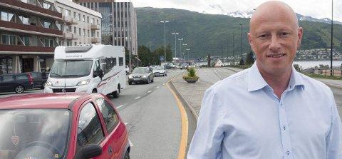 UT AV SENTRUm: E6 ut av narvik sentrum må være en del av en veipakke Narvik. Ordfører Tore Nysæter ser frem til å kunne gi innspill til den kommende Nasjonal Transportplan (NTP) som skal revideres og vedtas i 2017.Foto: Terje Næsje