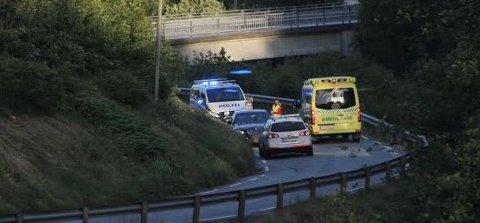 Politi og ambulanse rykket ut til trafikkuhellet mandag kveld.