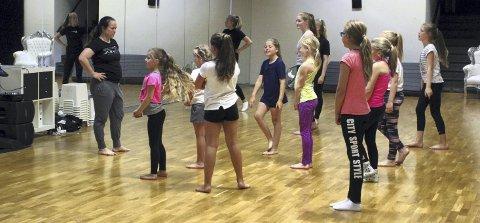 DELTAKERE: 12 unger deltok på den første utgaven av «Sommerakademiet», der kun en av dem var gutt. Ida Craig var initiativtaker for akademiet.