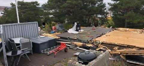 Hytteeier Ronny Blomseth forteller at råte og materialer angrepet av skadedyr  gjorde det nødvendig å rive mer og mer. Da Hvaler kommune kom på befaring, var det bare gulvet og  grunnmuren som sto igjen.