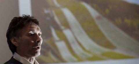 BLIR SELSKAP: Fageråsen hoppsenter vil bestå av flere hoppbakker og plastbakker. Tidligere landslagssjef i hopp, Trond Jøran Pedersen, er en av pådriverne. Tirsdag blir selskapet etablert.Foto: Øyvind Bratt