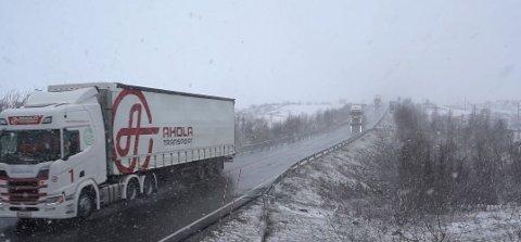 Dette var under den første testen på norske veier i 2018. Nå skal de teste ut det samme prosjektet i Salten for å få fram hvilke utfordringer som finnes under krevende kjøreforhold og med veistandarden som er i nord.