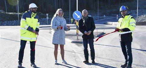 Klippet snor: Odd Ivar Kjæraas, Elin Gran Weggesrud, Hans Hilding Hønsvall utvalgsleder fra fylkeskommunen og Sindre Stampe sto for snorklippingen. Alle foto: INGUNN HÅKESTAD BRÅTHEN