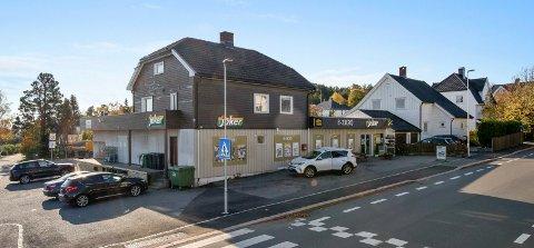 TIL SALGS: Eiendomsselskapet for Joker-bygget og Pukkestadveien 36 er verdsatt til syv millioner kroner.
