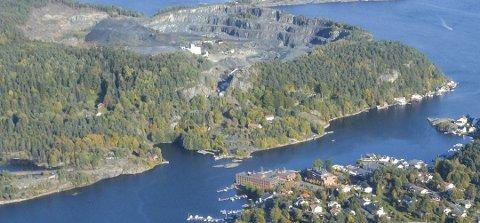 Bygningssjef Per Arstein vil at Valbergbrua skal vurderes på nytt. Foto: Elin Frisch Selås