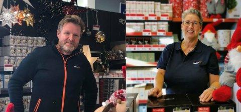 JULEPYNT: Butikkene opplever at kundene kjøper mer julelys og utelys for å pynte hjemme sine dette året. Fra venstre: Daglig leder for Jernia Tolvsrød, Øystein Bruflot, og daglig leder på Jernia Nøtterøy, Elise Fantoft.