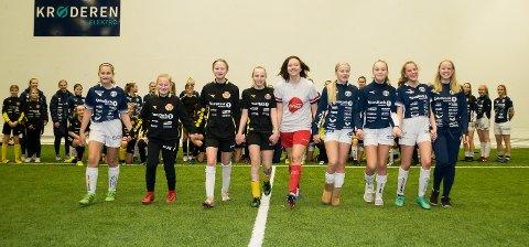 STOR GJENG: Nesten 100 aktive jenter i Modum FK er en stor bragd, som alle i klubben er stolte av.