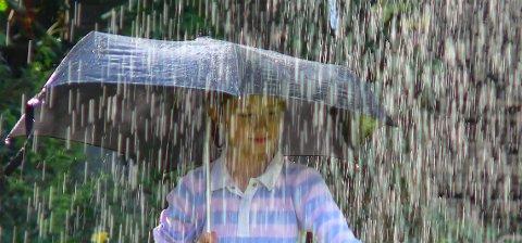 UVÆR: Det er sendt ut OBS-varsel for lørdagen. Så spørs det hvor de kraftige regn- og tordenbygene vil treffe.