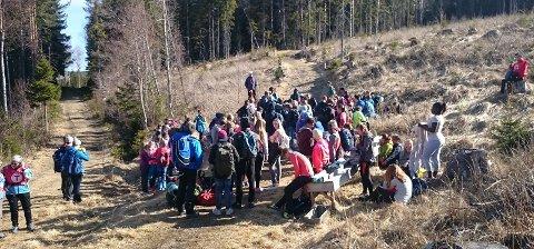 Ut på tur: DNT Hadeland tok med seg mer enn 200 åttendeklassinger ut på tur onsdag. Foto: Privat