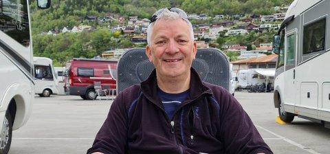 Jarle Nilssen er storfornøyd med oppholdet på Camp Lothepus, og reagerer på at Leif Einar Lothe blir gjort til syndebukk for kommunens problemer med kloakkanlegget.
