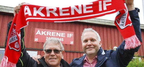 ALT FOR ÅKRENE: Arild Mossing (t.v.) og Bjørnar Sollie forsikrer at klubben ikke vil rakne, selv om det butter imot i jubileumsåret. Foto: Jon Wiik.