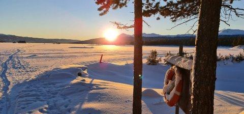 VAKKERT OG KALDT: Dette bildet over Tunhovdfjorden tok Runar Hagen lørdag morgen, i nesten 30 minusgrader.