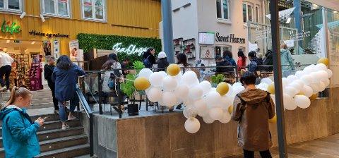 Kafeen har tatt imot over 500 kunder i løpet av åpningsdagen.