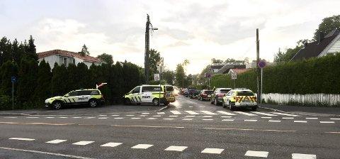 FULL UTRYKNING: Politiet var raskt på plass for å lete etter de mistenkte etter  ranene. Her fra Nordstrandveien ved Munkerudveien.