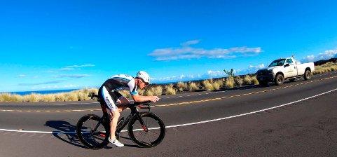 BLANDEDE FØLELSER: Kjell Richard Botten synes det var stort å gjennomføre VM i Ironman på Hawaii, men samtidig er han skuffet over at han ikke fikk vist hva han var god for. Her fra syklingen, hvor han fikk tidsstraff.