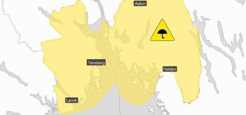 GULT VARSEL: Østfold og Vestfold må belage seg på kraftige regnbyger onsdag, ifølge farevarselet fra Meteorologisk institutt. Foto: (Meteorologisk institutt/Yr)