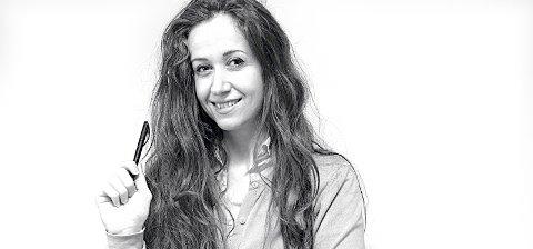 Nesreen Abou Assaf er en syrisk journalist. Mor til to engler. Har et stort håp om at det en dag blir fred og kan vende hjem.