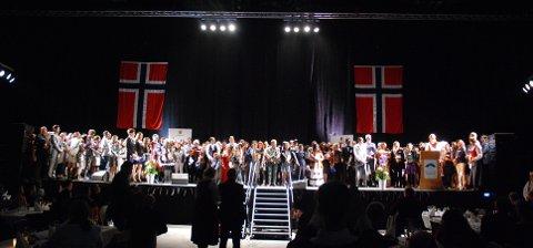Avla ed: 200 nye statsborgere avla ed for Norge i Gjøvik Fjellhall.
