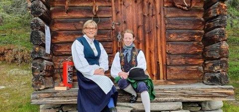 VERTSKAP: Berit M. Kjølhaug og Gjertrud Kjølhaug Bakkeng har vært vertskap på bygdetunet de fire dagene bygdetunet var åpent.