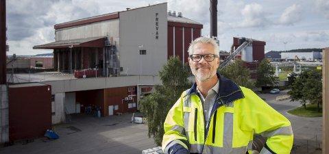 INNFLYTTER: Svenske Fredrik Hellström har bodd i Fredrikstad i over 20 år. Han er ikke en del av et svensk miljø i Fredrikstad, men han forteller at de er flere svensker som jobber på Frevar. I innebandyklubben han er leder for har det også vært noen svensker innom. – De er eventyrlystne, tenker Fredrik om dem.