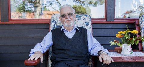PENSJONISTLIVET: Johan Fredrik lever godt som pensjonist i Fredrikstad. Da han ble født for 77 år siden, fantes det fortsatt fødehjem i Fredrikstad. Johan Fredrik ble selv født innenfor vollene i den gamle by på Søstrene Borchsenius fødehjem.