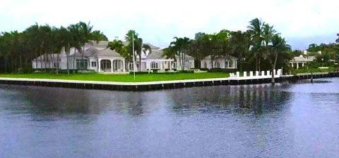 Huset ligger i småbyen Gulf Stream i Palm Beach County på østkysten av Florida.
