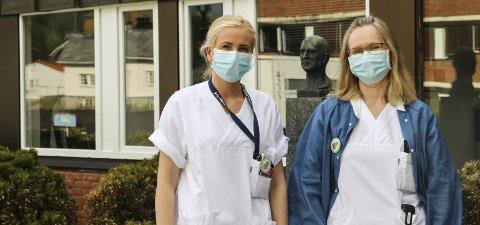 Laboratoriet ved Odda sjukehus: Birgitte Skare Opedal og Randi Djønne er bioingeniørar ved Odda sjukehus. Arbeidsdagen består av mykje meir enn å tappe blod, og under koronapandemien har det vore ekstra travelt.